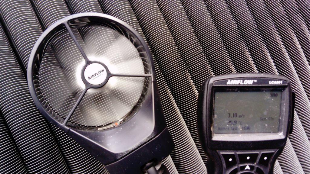 Bild: Gereinigte Rippenrohre mit Messung Wert nach der Reinigung: 3,10m/s Luftstrom